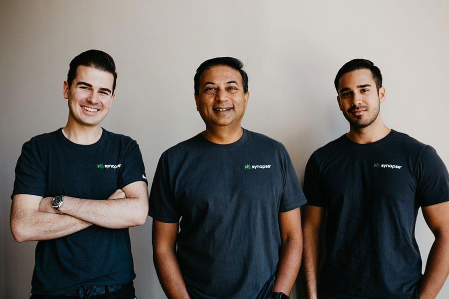 Cооснователи компании Synapse — Чарльз Ланкау, Шоувик Гангули и Даниэль Порада